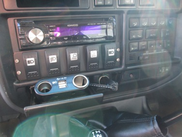Switches to control the LEDs from Expedition Lighting Systems: Front rear, left and right, with an extra switch for accessories installed later.